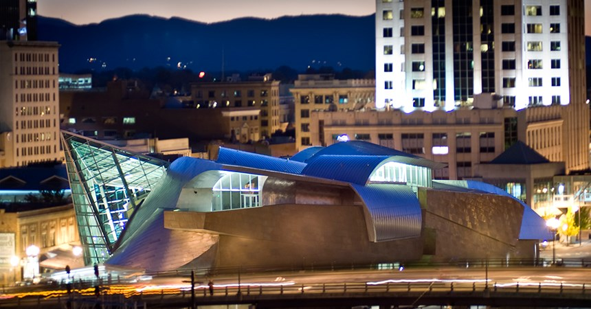 Downtown Roanoke art museum at night
