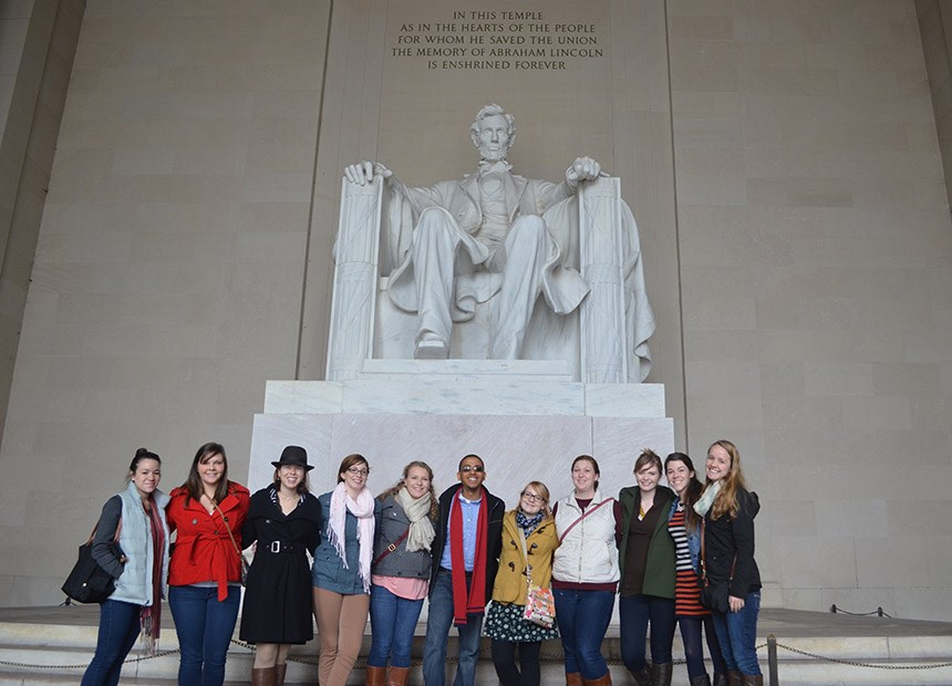 Students posing in front of the Lincoln memorial