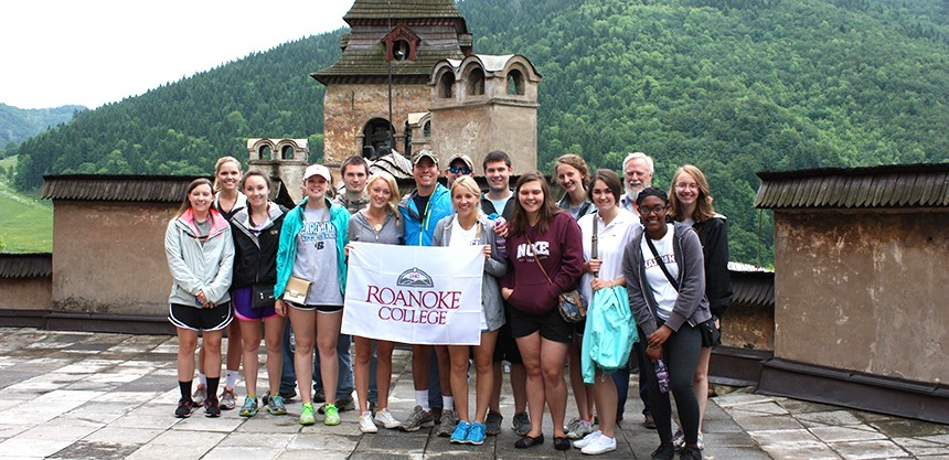 Group of students with Dr. Hinlicky with a Roanoke College banner