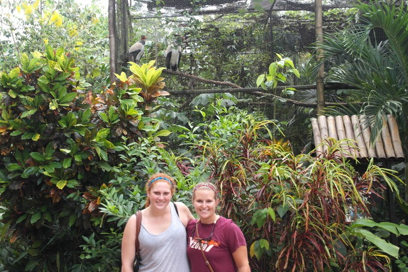 Two students at a zoo in a Latin American country