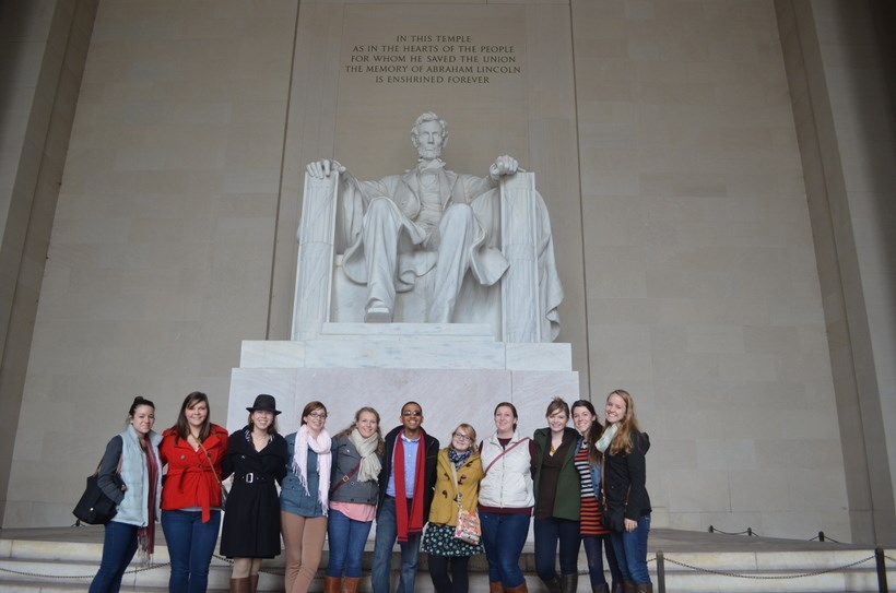 Students at the Lincoln memorial