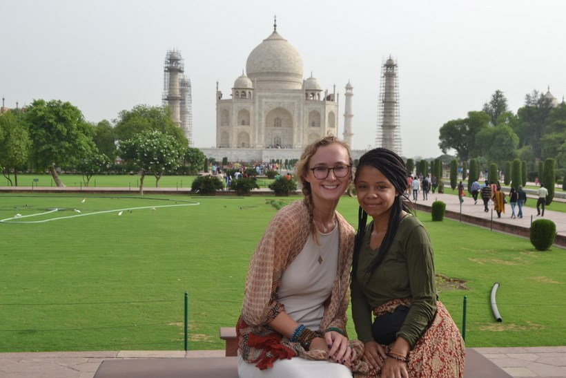 Students in front of the Taj Mahal