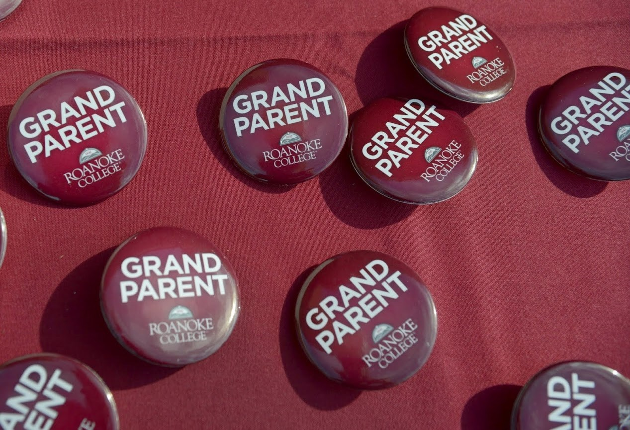 "Buttons that read ""Grandparent"""