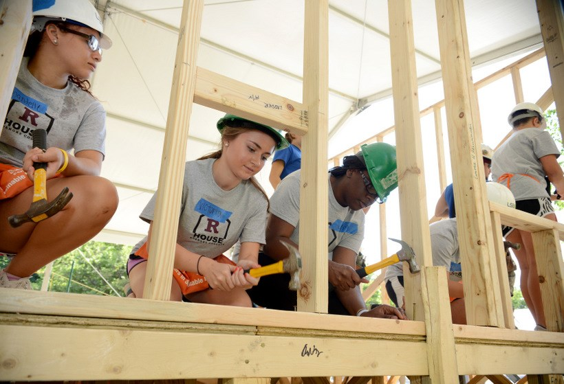 Students working with Habitat for Humanity during orientation