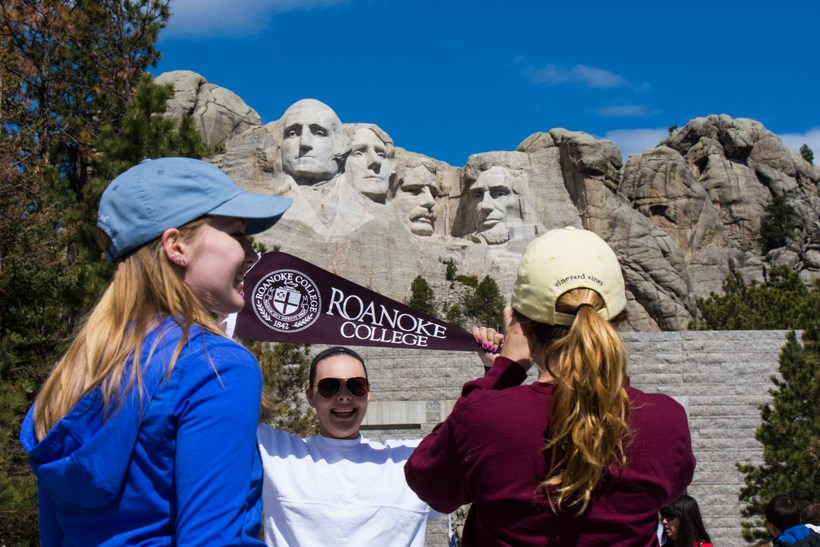 Students visiting Mount Rushmore