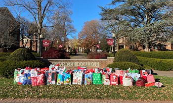Roanoke College holiday project continues