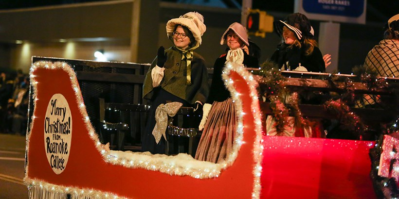 Sleigh float in Christmas parade.